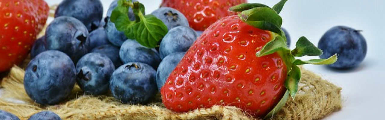 strawberries and blueberries 1280 x 400px